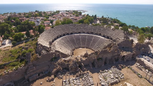 vídeos de stock, filmes e b-roll de teatro de antiguidade de lado - turquia