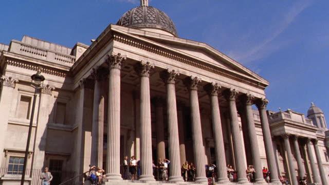vídeos y material grabado en eventos de stock de side car point of view national gallery / trafalgar square, london, england - entabladura