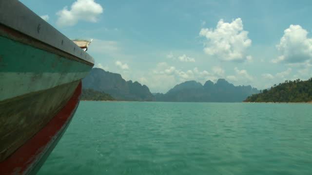 side of boat cruising on water - gebäudefries stock-videos und b-roll-filmmaterial