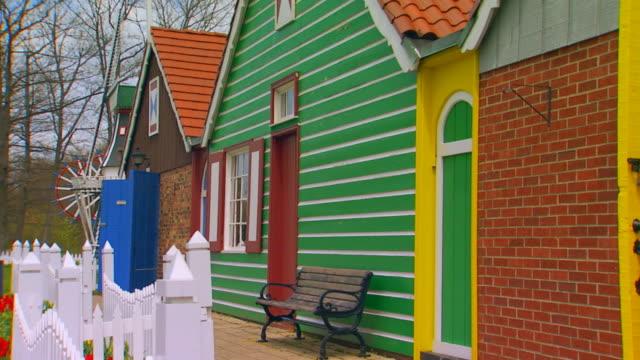 stockvideo's en b-roll-footage met side of various buildings at dutch village - tuinhek