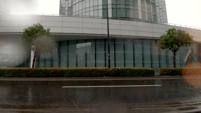 車/都市/雨雨/運転スタジオプロセスプレートからの側面図 - 神奈川県点の映像素材/bロール