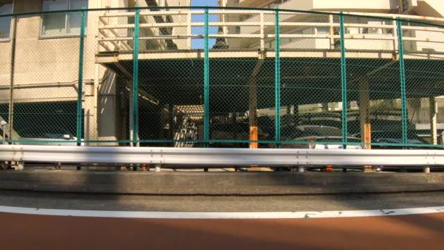 車/運転スタジオプロセスプレートからの側面図 - 道ばた点の映像素材/bロール