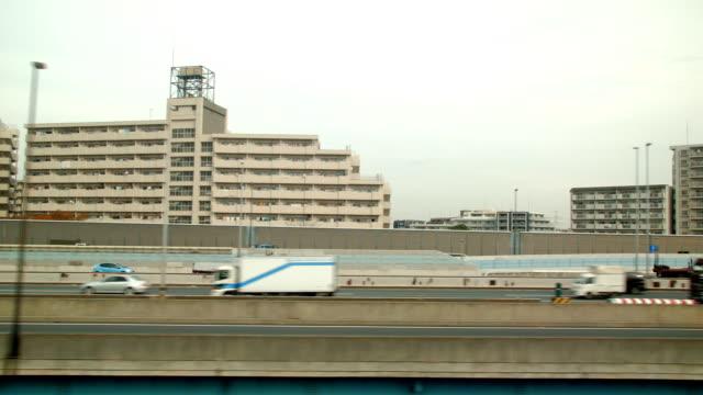 Vista laterale di treno.