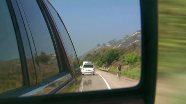 side view mirror - moving past stock-videos und b-roll-filmmaterial
