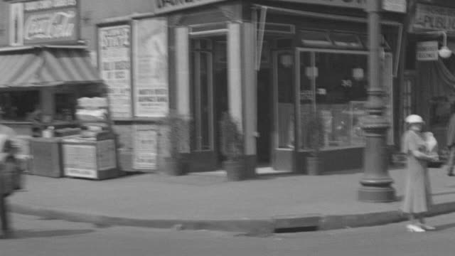 ws pov side view of city life cars and people - butiksskylt bildbanksvideor och videomaterial från bakom kulisserna