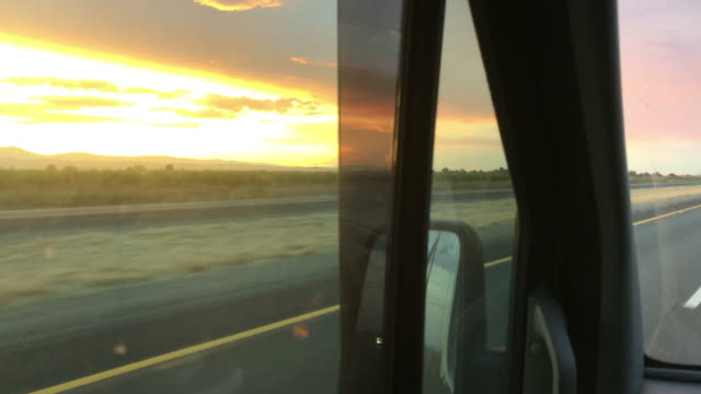 vídeos de stock, filmes e b-roll de side view of driving on highway at sunset in california, usa - oeste dos estados unidos