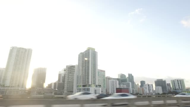 side view of driving on interstate 95 in miami - seitenansicht stock-videos und b-roll-filmmaterial