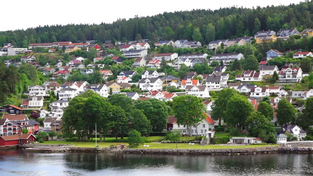 ws side pov view of houses at skerry coast at oslofjord / oslo, norway - town stock videos & royalty-free footage