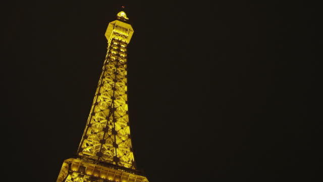 ws la ts side pov view of paris eiffel tower / las vegas, nevada, united states - replica della torre eiffel video stock e b–roll