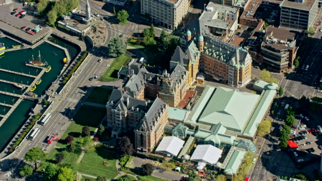 aerial side view of the british columbia parliament buildings - canadian politics stock videos & royalty-free footage