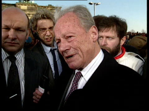 side view of willy brandt speaking to crowds through megaphone / willy brandt interview after so many difficult years we may now be at a point where... - 1989 bildbanksvideor och videomaterial från bakom kulisserna
