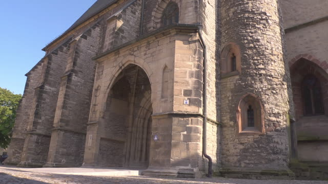 side view with entrance of st. petri pauli church in eisleben - christianity stock videos & royalty-free footage