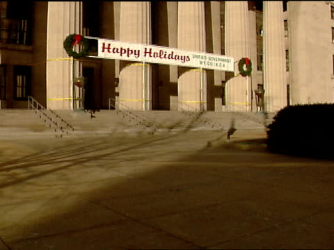 sidewalk tu angle on ws wyandotte county court house w/ happy holidays banner attached across architectural front columns - architrav stock-videos und b-roll-filmmaterial