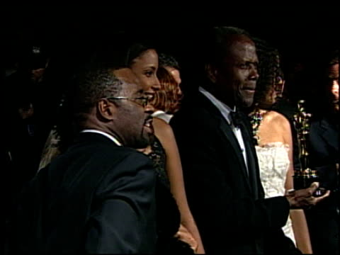 vídeos de stock e filmes b-roll de sidney poitier at the 2002 academy awards vanity fair party at morton's in west hollywood california on march 24 2002 - festa dos óscares da vanity fair