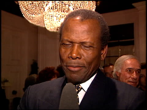 vídeos y material grabado en eventos de stock de an evening for the purnell center for the arts at the beverly hilton in beverly hills california on march 4 1997 - sidney poitier