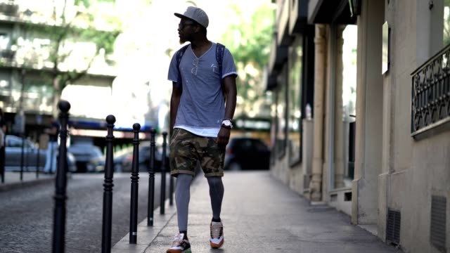 Sidya Sarr wears Drskin gray leggings a Zara military camouflage short a Zara tshirt a Nike Sb hat New Balance shoes an Ice watch Hawkers sunglasses...