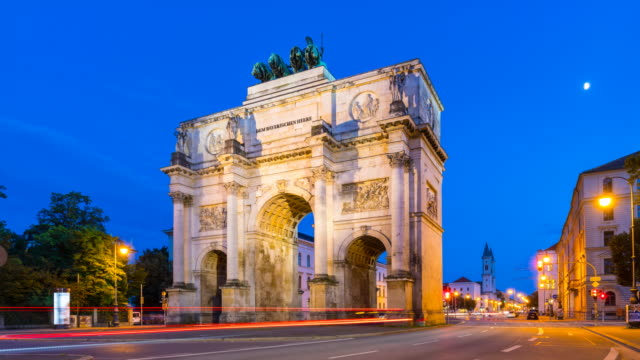TL Siegestor, victory gate at night