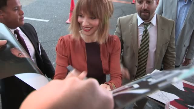 sienna guillory greets fans at resident evil retribution premiere in los angeles, 09/12/12 - sienna guillory stock videos & royalty-free footage