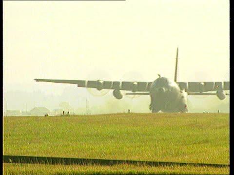 stockvideo's en b-roll-footage met sierra leone civil war lib england wiltshire raf lyneham ms raf hercules c130 transport aircraft taking off pan - burgeroorlog