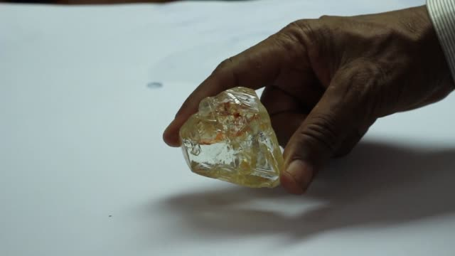 sierra leone says that it is extending the bidding for a massive 709carat diamond found by an evangelical preacher last month after the government... - sierra leone stock videos & royalty-free footage