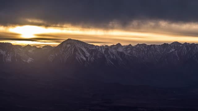 sierra nevada sonnenuntergang - zeitraffer - amerikanische sierra nevada stock-videos und b-roll-filmmaterial