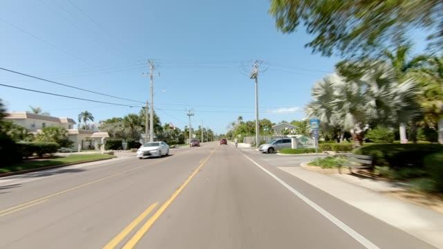 vidéos et rushes de siesta beach xxiii série synchronisée front view plaque de processus de conduite - plaque de montage mobile
