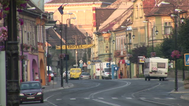 sighisoaracity street in sighisoara transylvania romania - sighişoara video stock e b–roll