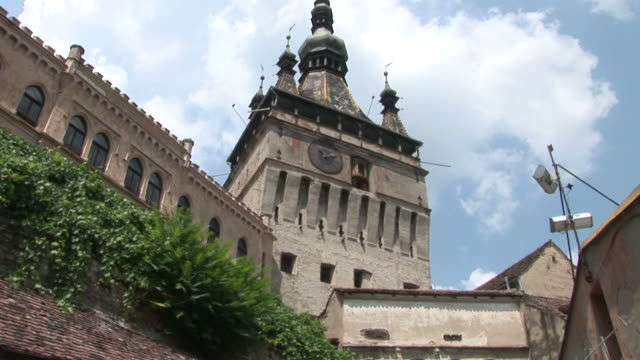 sighisoaraclock tower sighisoara transylvania romania - sighişoara video stock e b–roll