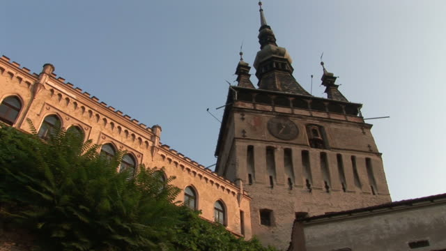 stockvideo's en b-roll-footage met sighisoaraclose view of citadel clock tower in sighisoara transylvania romania - târgu mureș