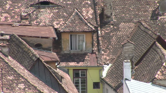 sighisoaraclose view of rooftops sighisoara transylvania romania - sighişoara video stock e b–roll