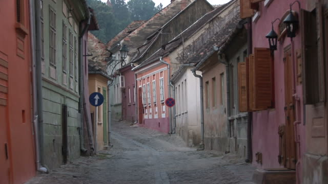sighisoaranarrow road in sighisoara transylvania romania - トランシルバニア点の映像素材/bロール