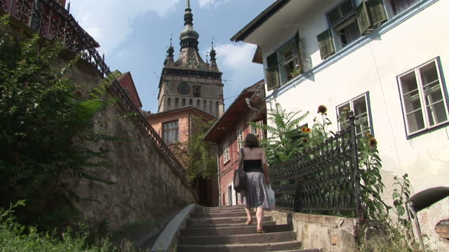 sighisoaraold clock tower in sighisoara transylvania romania - sighişoara video stock e b–roll