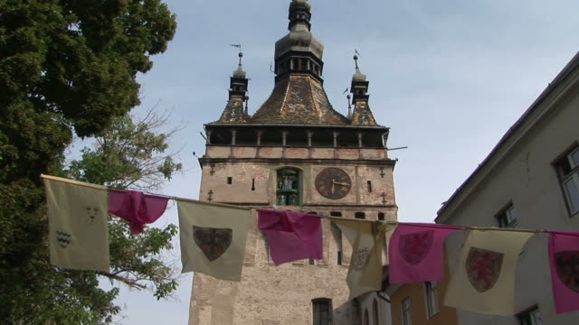 sighisoaraold clock tower sighisoara transylvania romania - トランシルバニア点の映像素材/bロール