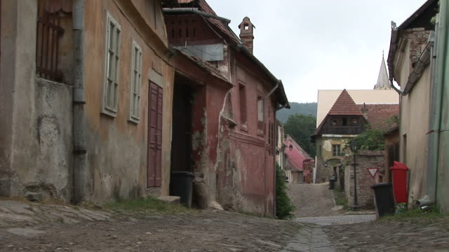 stockvideo's en b-roll-footage met sighisoaraold street in sighisoara romania - târgu mureș