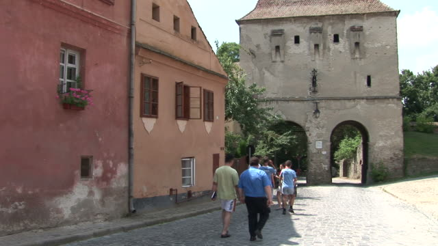 stockvideo's en b-roll-footage met sighisoaraview of a street sighisoara transylvania romania - târgu mureș