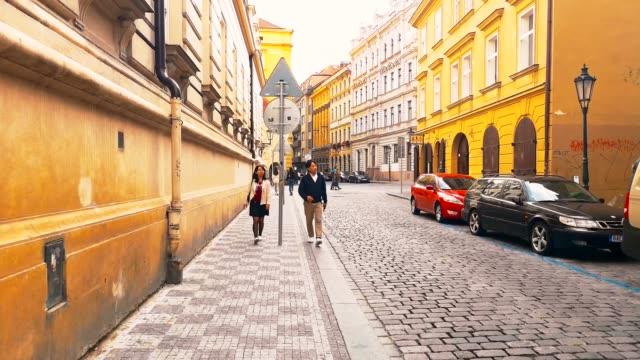 vídeos de stock e filmes b-roll de sightseeing prague - praga boémia