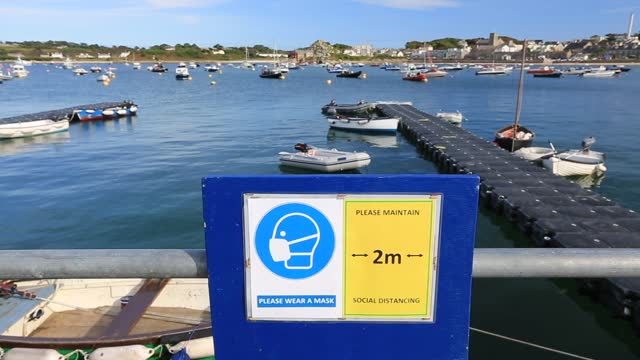 sign about social distancing on the harbour during the corona pandemic, in hugh town, st mary's, scillies, uk. - sailing boat stock videos & royalty-free footage