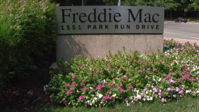 vídeos de stock e filmes b-roll de ms sign at freddie mac government mortgage agency/ mclean virginia - escrita ocidental