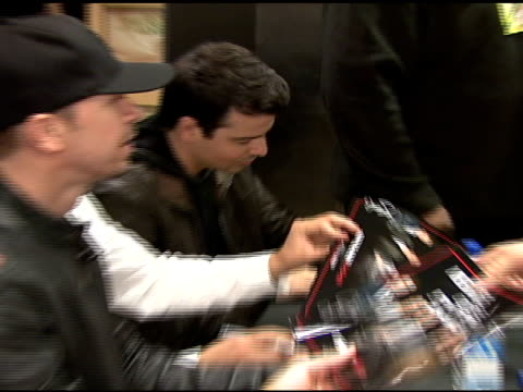stockvideo's en b-roll-footage met nkotb sign autographs at the izod macy's presents new kids on the block at macy's in new york new york on may 16 2008 - jongensband