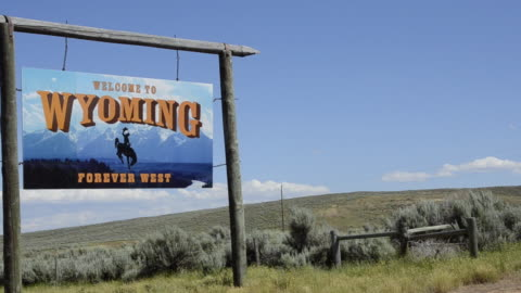 stockvideo's en b-roll-footage met ws pan sign board at open field / jackson hole, wyoming, united states - wyoming