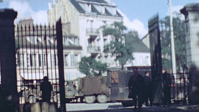 vidéos et rushes de sign for mileage to versailles and paris convoy of us army trucks and jeeps traveling through town as civilians and a horse look on / normandy france - 1944