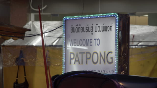 vídeos de stock, filmes e b-roll de sign for patpong  / bangkok, thailand - sc47
