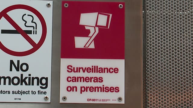 vídeos y material grabado en eventos de stock de wgn sign for surveillance camera at a cta greenline l train stop in chicago on january 27 2016 - metro de chicago