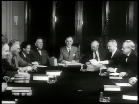 vídeos y material grabado en eventos de stock de sign 'foreign affairs' vs foreign relations committee members in meeting around table ms senator hiram w johnson talking 'we want no war' wwii... - senador