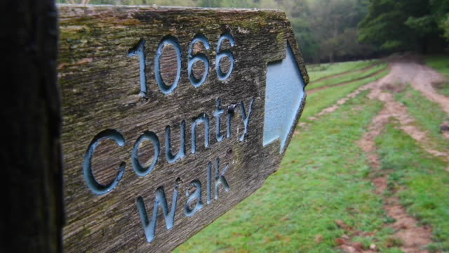 a sign guides ramblers on the route of the '1066 country walk' near to battle abbey the widelyaccepted location of the battle of hastings on october... - battle of hastings stock videos & royalty-free footage