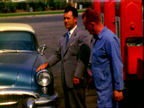 vidéos et rushes de hellwig installed here! stabilizers, overload springs / hellwig spring stabilizers sign on gas pump / man wearing light gray business suit, wiping... - 1950 1959