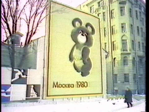 vidéos et rushes de sign indicates the site for the 1980 olympics in moscow. - moscou