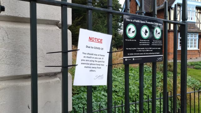 a sign informing the public to use social distancing in dulwich park during the coronavirus pandemic on april 1 2020 in london england - brian dayle coronavirus stock videos & royalty-free footage