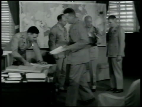 vídeos de stock e filmes b-roll de sign int ms first lieutenant general thomas j holden talking w/ officers in office cu holden standing w/ papers talking ms holden officials looking... - fuzileiro naval