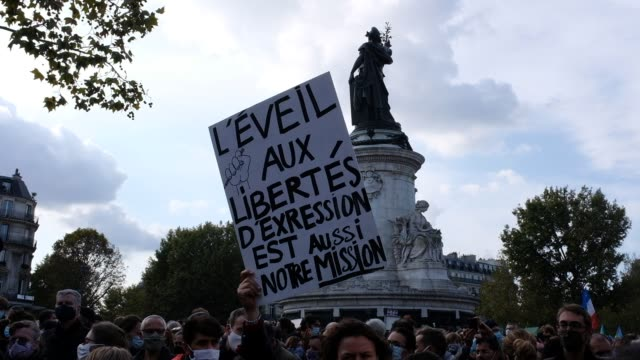 sign is held as people gather in place de la république to pay tribute to professor samuel paty and to defend freedom of expression on october 18 in... - decapitated stock videos & royalty-free footage